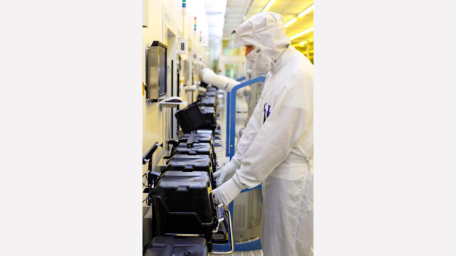 Our clean-room production is highly automated in many areas.