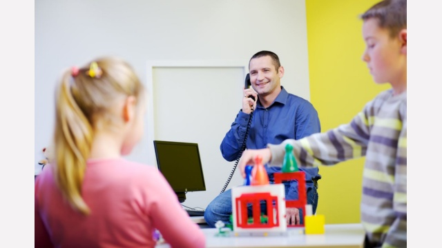 """No one to watch the kids but you still have to work? No problem with the parents-child office! It's easy to book a slot and Anna-Maya and Jan-Felix always get excited whenever I tell them, ""you're coming with Daddy to work!""."" Daniel Protasiuk, System Expert Production, Dresden"