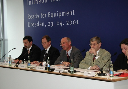 """The world's first 300-mm production module for memory products, located in Dreden, is 'ready for equipment'"", thus concluding the construction work begun in May 2000, explained Dr. Peter Kücher, Vice President & Managing Director Infineon Technologies SC300, during the press conference in Dresden."