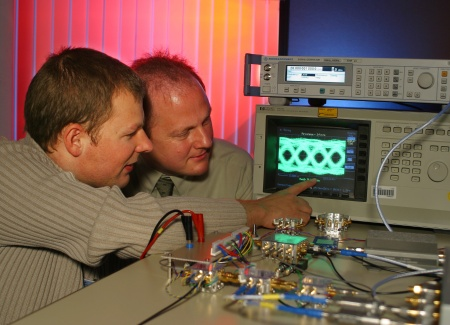 Ph.D. student Daniel Kehrer (left) and Dr. Werner Simbuerger (right), Head of High Frequency Research Department at Infineon Technologies