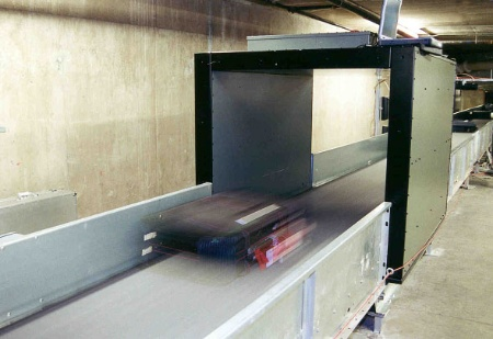 Infineons PJM (Phase Jitter Modulation) chips are suitable for contactless electronic identification of fast-moving objects, such as baggage handling at airports. Here: baggage claim area. Photo: Magellan Technology