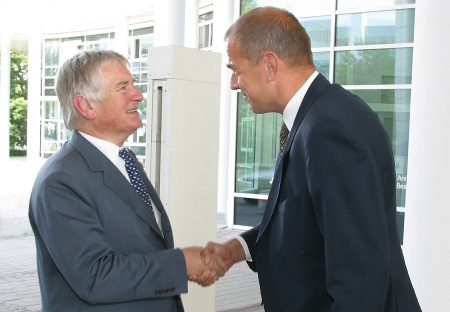 "Dr. Ulrich Schumacher (r.), President and CEO of Infineon Technologies AG, welcomes Minister Otto Schily (l.) of the German Federal Ministry of the Interior. Today, 30. June 2003, Schily and Schumacher sign a ""Memorandum of  Understanding"" to initiate a far-ranging security cooperation between BMI  and Infineon. The security cooperation covers security aspects in the field  of smart card technology, security of future mobile applications, and the  security components needed to elevate the trustworthiness of personal computers and computer networks."