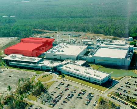 Infineon Technologies is expanding its DRAM plant in Richmond, Virginia. The building on the left will be equipped with state-of-the-art 300mm chip production equipment, more than doubling total capacity at this major U.S. facility.
