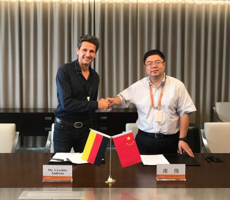 Andreas Urschitz, President of the Power Management & Multimarket Division at Infineon Technologies AG and Wei Ku, Vice President of Alibaba Group have signed a memorandum of understanding for the joint promotion of IoT applications within the fields of smart life and smart industry.