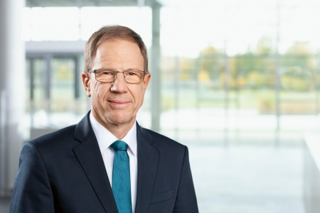 "Dr. Reinhard Ploss, CEO of Infineon: ""Infineon has been able to act and react in a fast, agile and comprehensive manner to maintain its operations, whether in the supply chain or manufacturing. We additionally took responsibility as part of the societies with which our company directly interacts."""