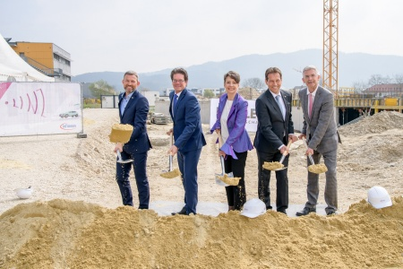 Groundbreaking ceremony in Linz, Austria, with Manfred Ruhmer, Executive Director DICE, Peter Schiefer, President Automotive Division Infineon Technologies AG, Sabine Herlitschka, CEO Infineon Technologies Austria AG, Gerhard Riess and Peter Zeiner, Executive Directors DICE (from left to right).
