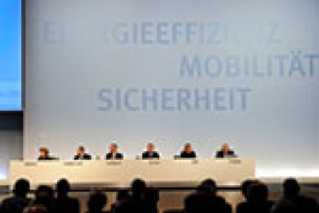 Infineon Supervisory Board: Prof. Dr. Renate Köcher, Hans-Ulrich Holdenried, Gerhard Hobbach, Peter Gruber, Alfred Eibl, Wigand Cramer (left to right)