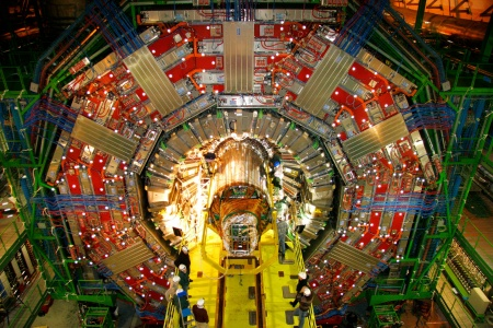 Installation of the world's largest silicon tracking detector in the CMS experiment (Photo: CERN / Reprint free of charge)
