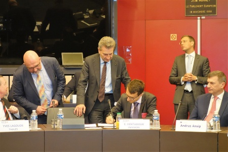 Infineon's Emmanuel Ventadour joined the signing ceremony for the contractual Public-Private-Partnership (PPP) on cybersecurity. The ceremony at the European Parliament in Strasbourg was hosted by Vice President for Digital Single Market, Andrus Ansip (on the right), and Commissioner for Digital Economy and Society, Günther Oettinger (third from left).
