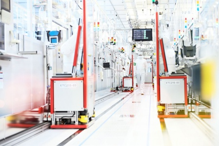 Highly automated Industry 4.0-production at Infineon Dresden.