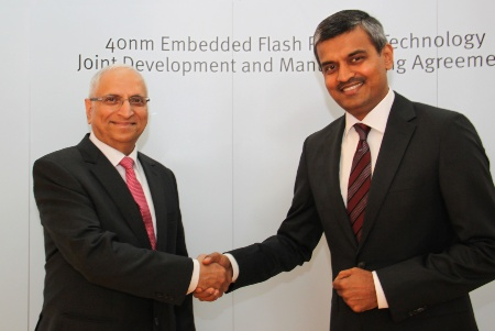 Arunjai Mittal, member of the management board of Infineon Technologies (on the right) and Ajit Manocha, CEO Globalfoundries Inc.