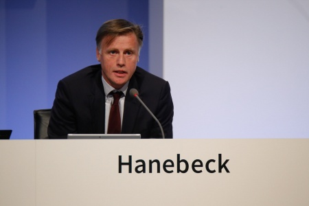Jochen Hanebeck, Member of the Management Board Operations, Infineon Technologies AG, during his speech at the Annual General Meeting 2017.