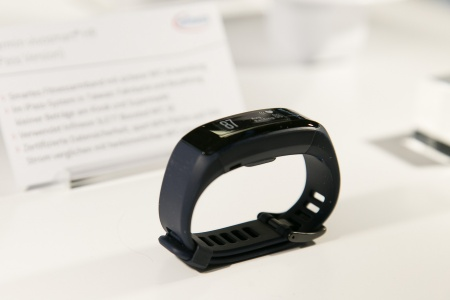 Infineon chips secure payment functions of the Garmin vivosmart HR fitness tracker.