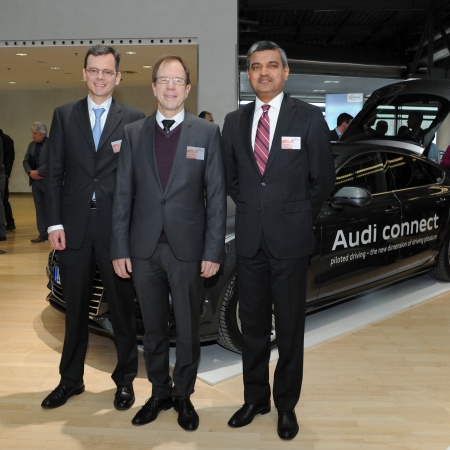 The Executive Board of Infineon Technologies AG at the Annual General Meeting 2015: Dominik Asam, Dr. Reinhard Ploss und Arunjai Mittal (from left to right).