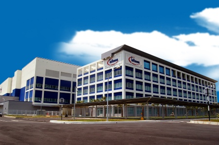 Infineon launched its first Asian-based front-end fab in Kulim Hi-Tech Park, Malaysia. Maximum capacity will be about 100,000 wafer starts per month using 200mm wafers (8 inch).<br><br> Infineon hat seine erste Frontend-Fertigung in Asien eröffnet, nämlich im Kulim Hi-Tech Park in Malaysia. Die maximale Produktionskapazität beträgt etwa 100.000 Wafer-Starts pro Monat (200-mm-Wafer).