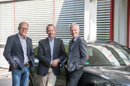 Nominated for the Deutscher Zukunftspreis 2015 are Infineon's Ralf Bornefeld (team speaker, middle), Dr. Walter Hartner (right) and Dr. Rudolf Lachner. Their radar chip key innovations have initiated the breakthrough of radar systems in the automotive market.