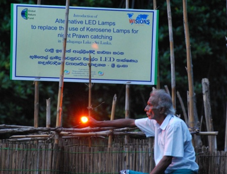Sustainable LED lamps are now used for night fishing in the mangrove forests (Photo: Global Nature Fund).