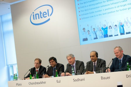 "Joint Press Conference of Infineon and Intel, August 30, 2010: ""Infineon Sells Wireless Solutions business to Intel"" (from left to right): Dr. Reinhard Ploss, Member of the Management Board, responsible for Operations, and Labor Director at Infineon Technologies AG / Anand Chandrasekher, Senior Vice President and General Manager, Ultra Mobility Group, Intel Corporation / Prof. Dr. Hermann Eul, Member of the Management Board, responsible for Sales, Marketing, Technology and R&D at Infineon Technologies AG / Arvind Sodhani, Executive Vice President of Intel Corporation and President of Intel Capital / Peter Bauer, CEO of Infineon Technologies AG"