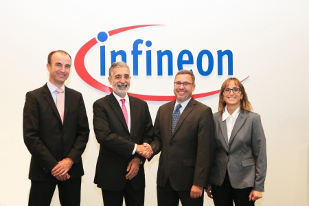 "ATM selects CIPURSE™-based security chips from Infineon for Barcelona's ""T-Mobilitat"" infrastructure. From left to right:  Carsten Loschinsky, Vice President Chip Card & Security Sales and Marketing at Infineon Technologies, Josep Anton Grau i Reinés, CEO ATM - Autoritat del Transport Metropolitá, Thomas Rosteck, Vice President & General Manager Secure Mobile & Transaction at Infineon Technologies, Carme Fabregas, Technology Manager ATM - Autoritat del Transport Metropolitá"