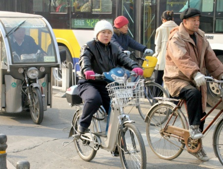 With more than 18 million e-bikes this year alone they already have become a convenient commodity. As pictured here on the streets of Beijing one can see lots of them already beeing used.